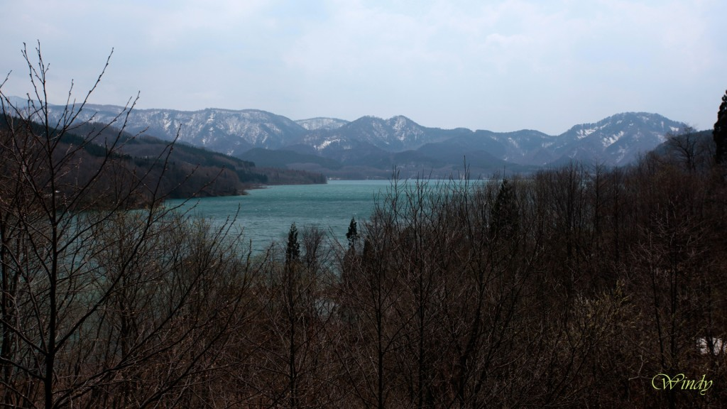 神秘的な宝仙湖